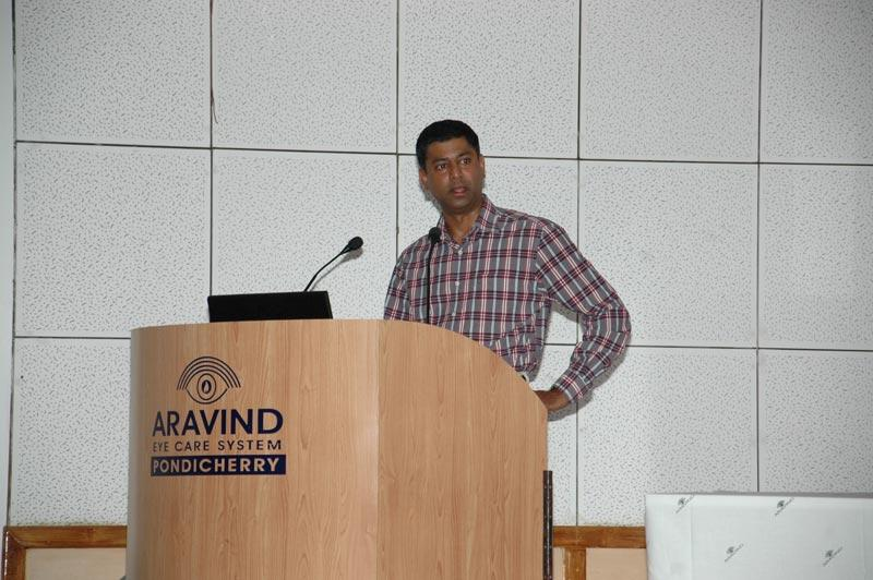 Dr. Sathish Srinivasan, Corneal specialist from United Kingdom participating as faculty instructor, addressing attendees at DSEK surgery skills transfer course at Aravind Eye Hospital in Pondicherry, India