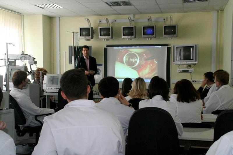 Dr. Aldave lecturing to ophthalmology residents and fellows at the Fyodorov Eye Institute